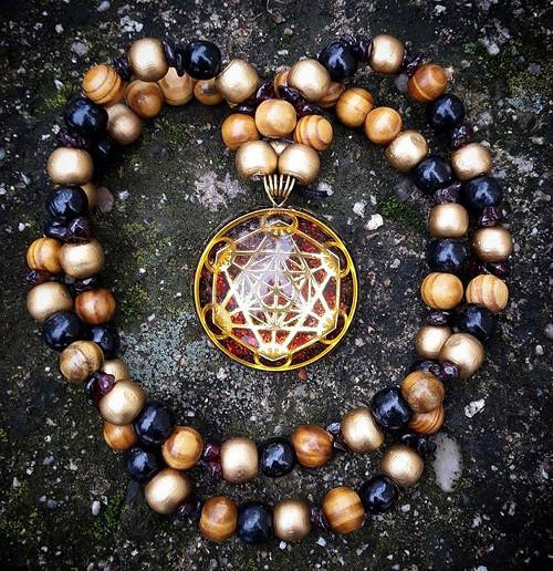 Orgonitový šperk - Metatronova krychle s granátem