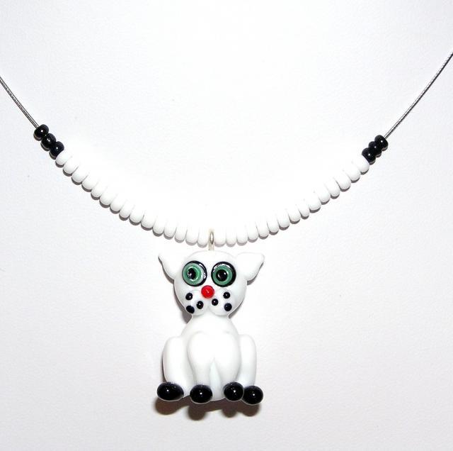 Náhrdelník z korálků - bílá kočka - vinutá perle