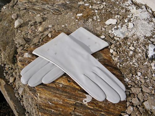 Bílé rukavice s hedvábnou podšívkou na zakázku