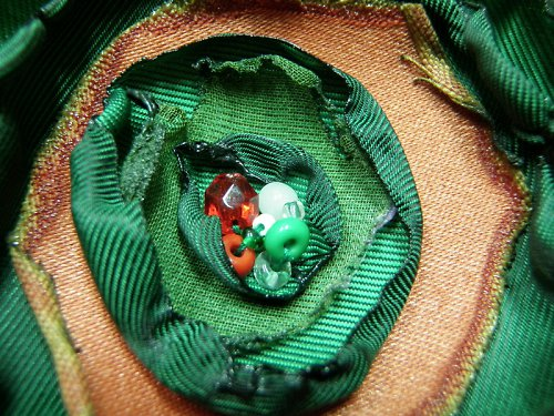 Brož zeleno-červená