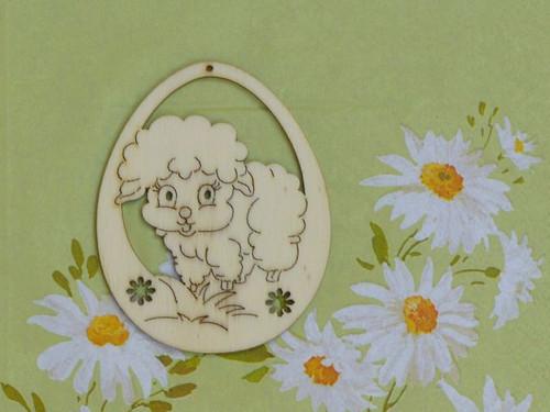 Vajíčko - ovečka v trávě