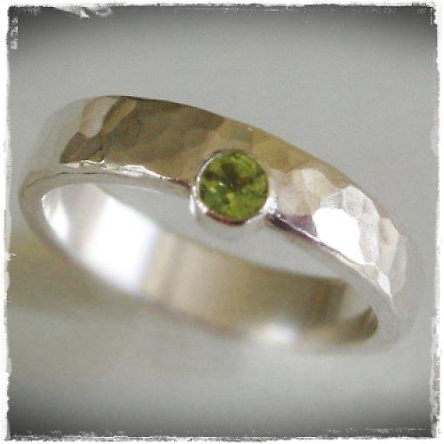 snubní prsten - strieborna obrucka s peridotom