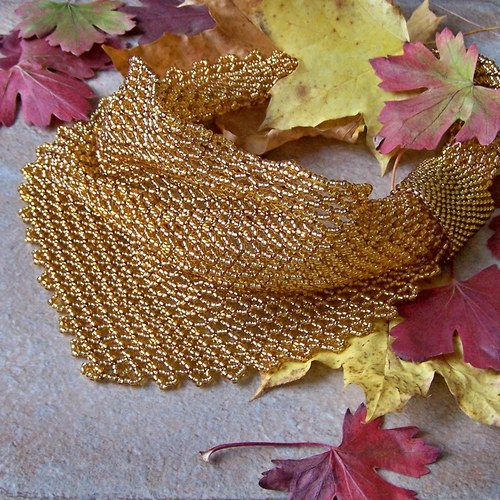 Ozdobný šátek v topasové barvě