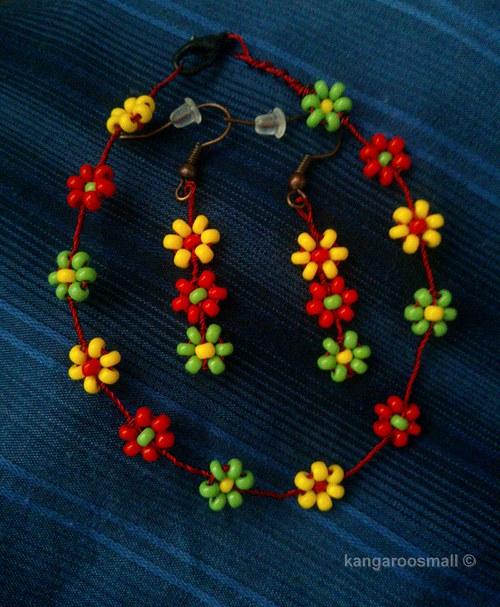 Něžná květinová sada - náušnice + náramek