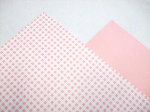 Karton růžový čtverečkovaný