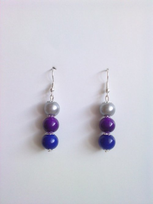 Modro-fialovo-šedé..