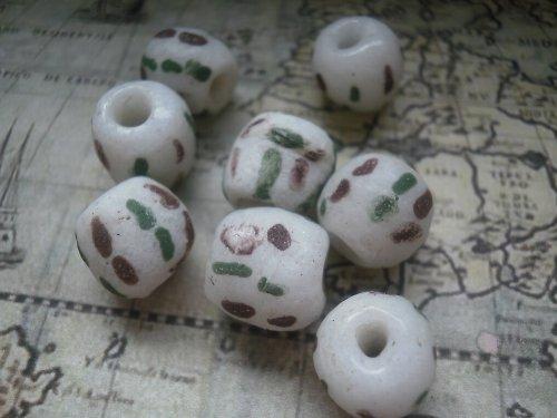 Recyklované  korálky - bílo - hnědo - zelené