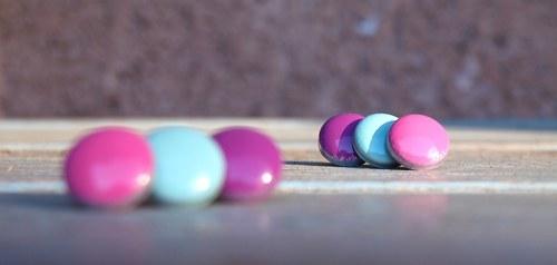 Pecky: fialové