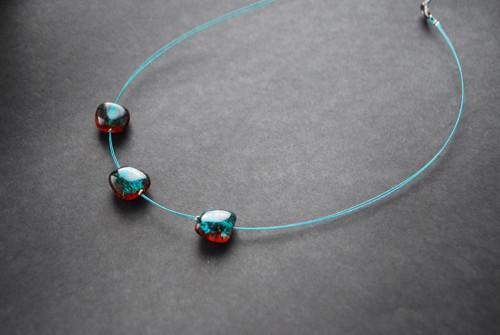 Tyrkys praskané perle na lanku