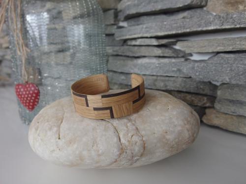 Dřevěný dubový náramek