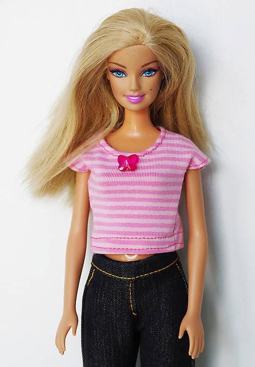 Pásikavé letné tričko pre Barbie
