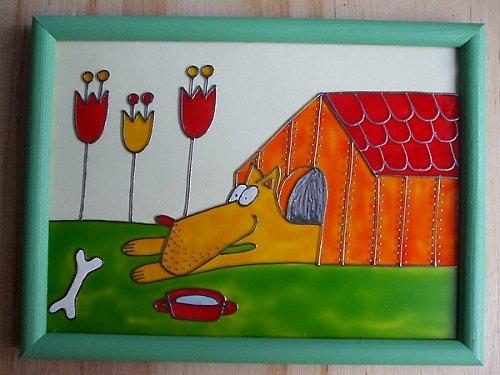 Pes v boudě