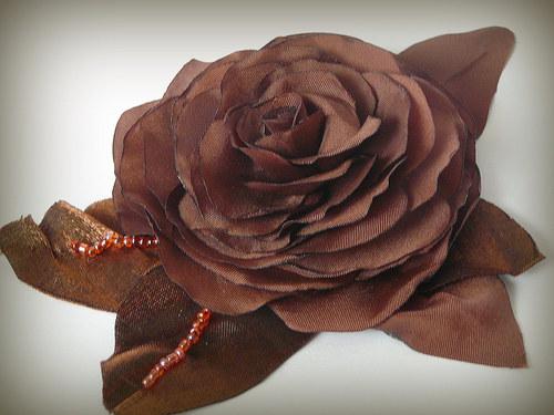 Brož čokoládová růže.