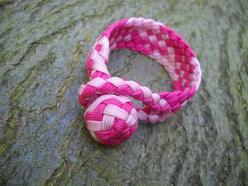 Náramek plochý růžový