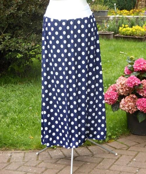 Dlouhá sukně -velký modrobílý puntík