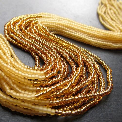 Náhrdelník korálkovkáč zlatavý