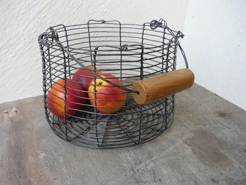 Drátovaný zesílený košík s dubovou rukojetí
