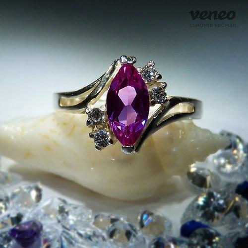 Tanečnice - prsten s rubínem a čirými zirkony