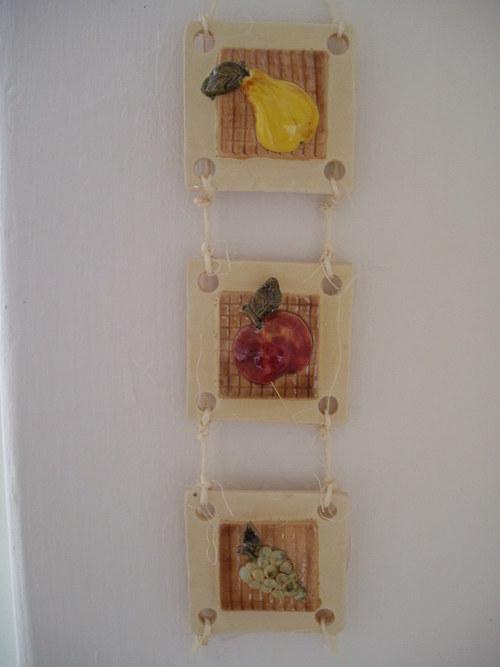 Dary přírody (hruška, jablko, hrozno)