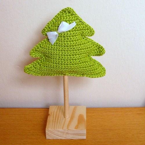 Háčkovaný stromeček zelený  s mašličkou