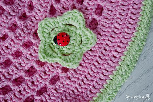 Růžový klobouček s beruškou