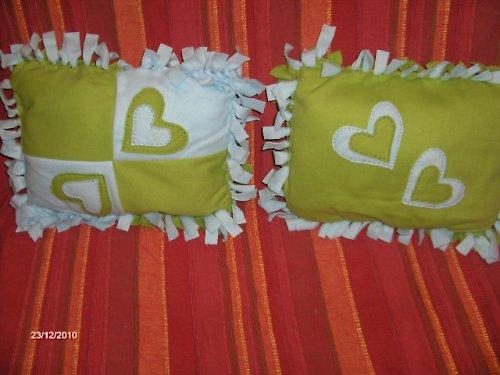 2 x oboustranný zelený polštář se srdíčky