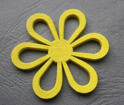 Dřevěná květina žlutá, 4,5cm - 1ks