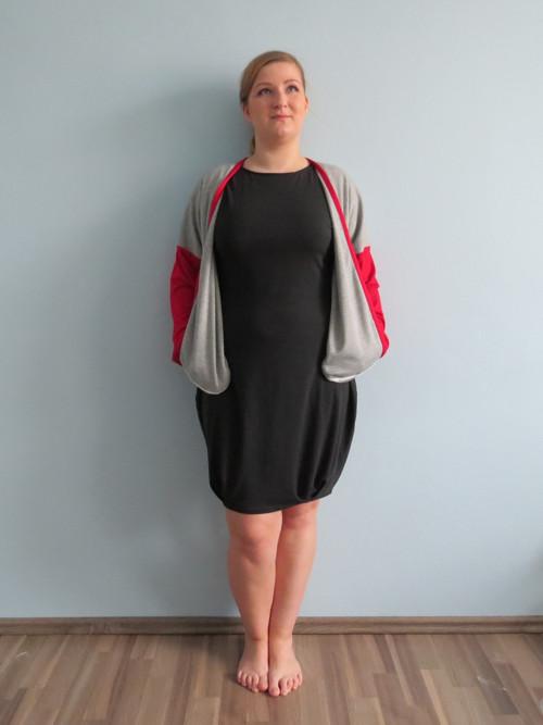 ESENCE POSEDLOSTI - šedo-červený kabátek