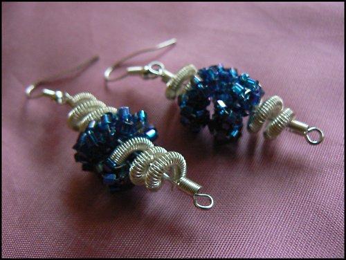 Stříbrno-modré spirály