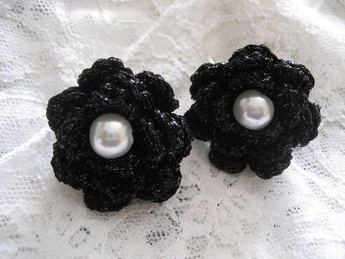 Háčkované náušnice s perličkou - černý lurex
