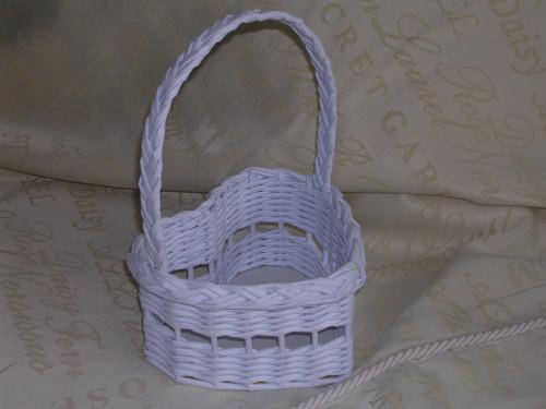 Košíček pro nejmenší družičky srdíčko k dozdobení
