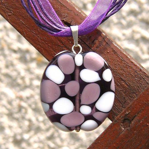 Náhrdelník - mozaiková placka - fialovo bílá