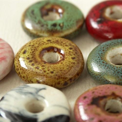 Porcelánové korálky - donutky 10 barev