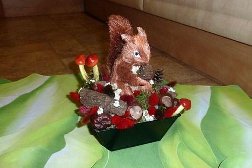 Podzimní aranžmá Miska s veverkou