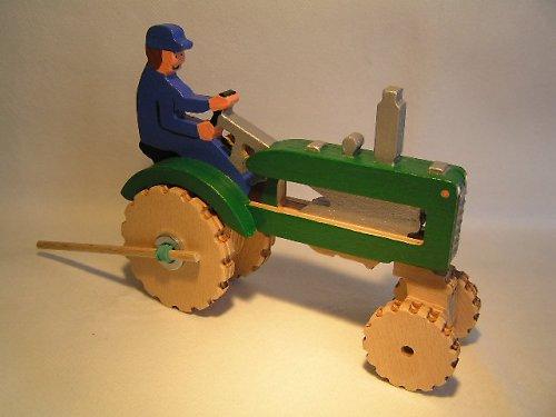 Traktor na gumový pohon - drevená hračka