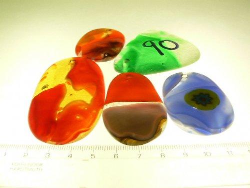 sada 5 vyvrtaných skleněných pecek  (dírka 3 milimetry)