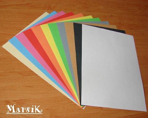 Sada barevných papírů