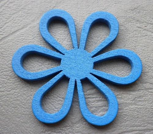 Dřevěná květina modrá, 4,5mm - 1ks