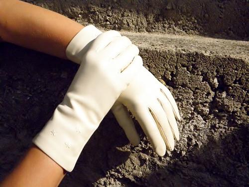 Krémově bílé kožené rukavice s hedvábnou podšívkou