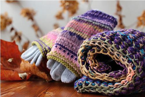 """Set nákrčník + rukavičky \""""Ultra Violet\"""""""