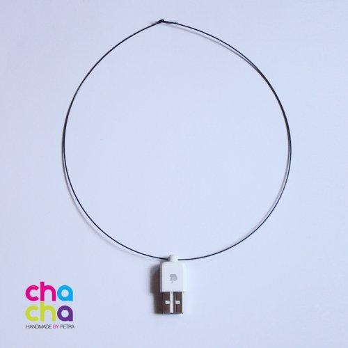 USB náhrdelník - Apple