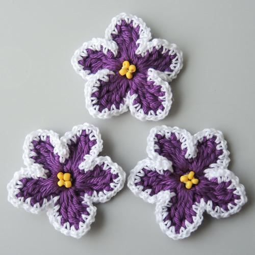 Háčkované fialky fialovo-bílé  - 3 ks