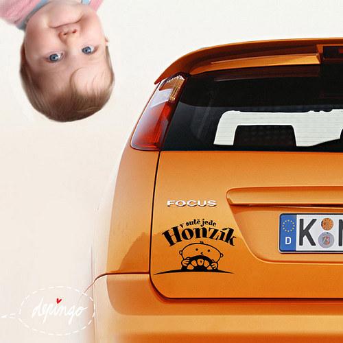 MiMi v autě