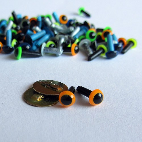 Bezpečnostní oči - oranžová (výrazná) 6 mm