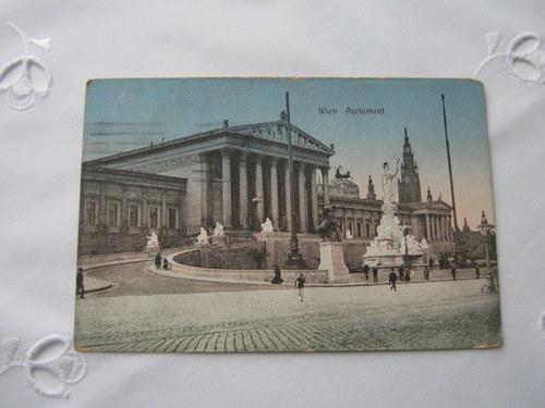 Stará pohlednice vídeňského parlamentu z roku 1915