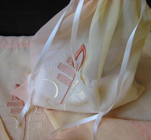 Ozdobný dárkový textilní  sáček