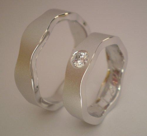 Snubní prsteny z bílého zlata s Diamantem.