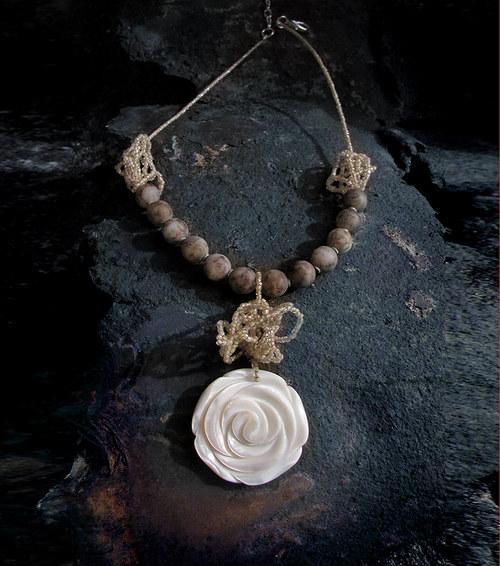 Perlet\'ová růže II