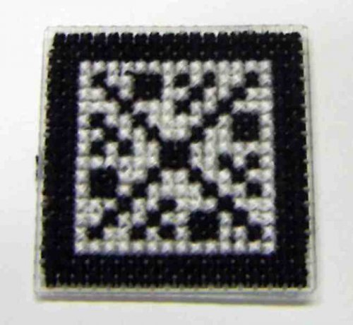 Vyšívaná magnetka - černobílý ornament III
