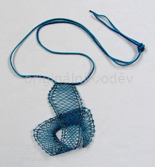 Paličkovaný náhrdelník - tyrkysová smyčka